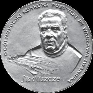 Grafika przedstawia medal z wizerunkie poety Wacława Iwaniuak z napisem Ogólnopolski konkurs poetycki im. Wacaława Iwaniuka Siedliszcze