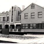 Czarno- białe zdjęcie przedatwia budynek Urzędu Gminy w Siedliszczu