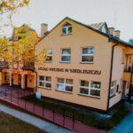 Kolorowe zdjęcie orzedstawi budynek Urzędu Miejskiego w Siedliszczu